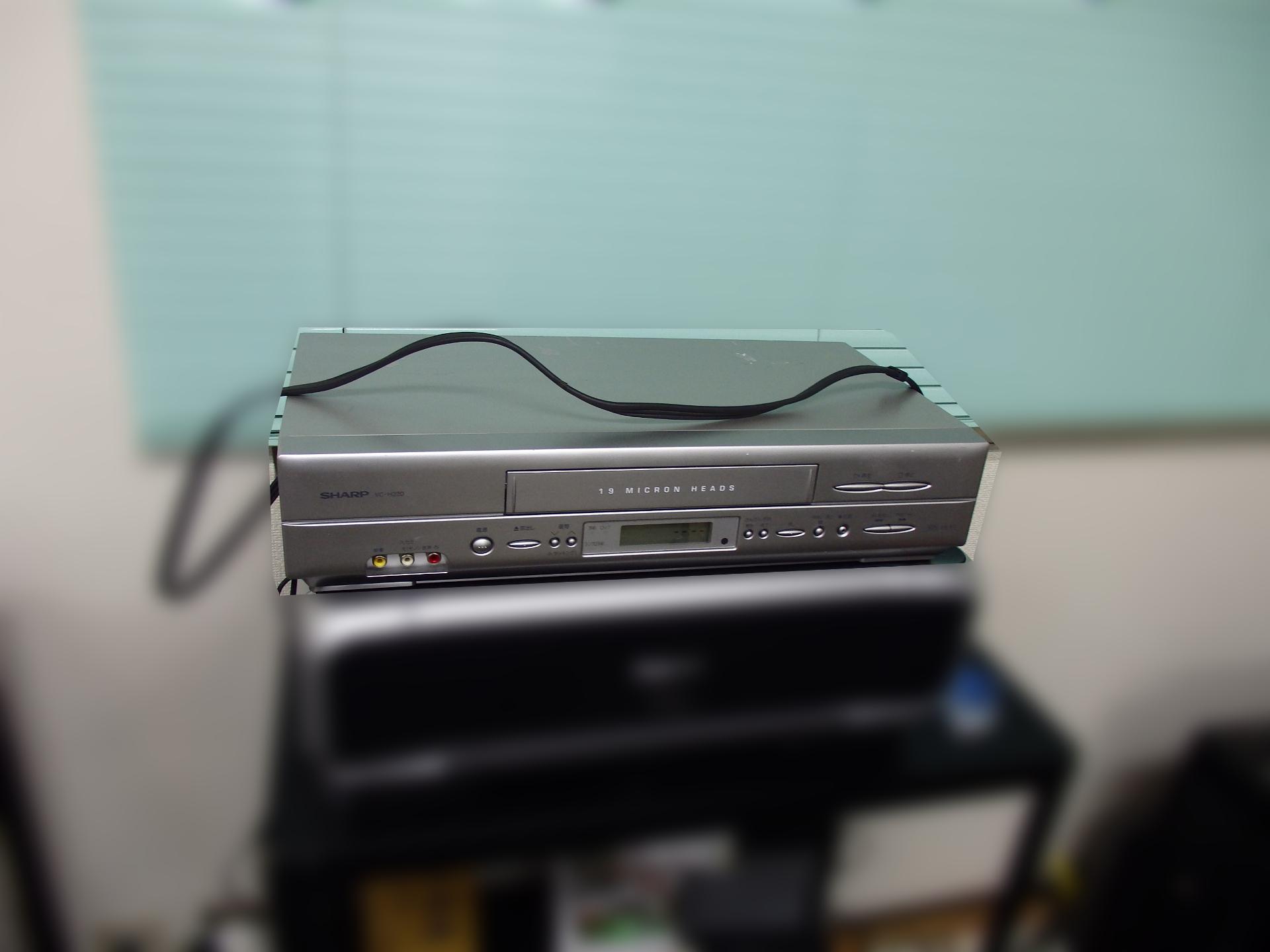 シャープの中古ビデオデッキです。