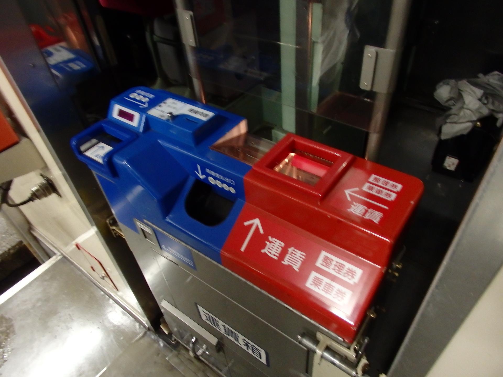 バスの様な運賃箱です。