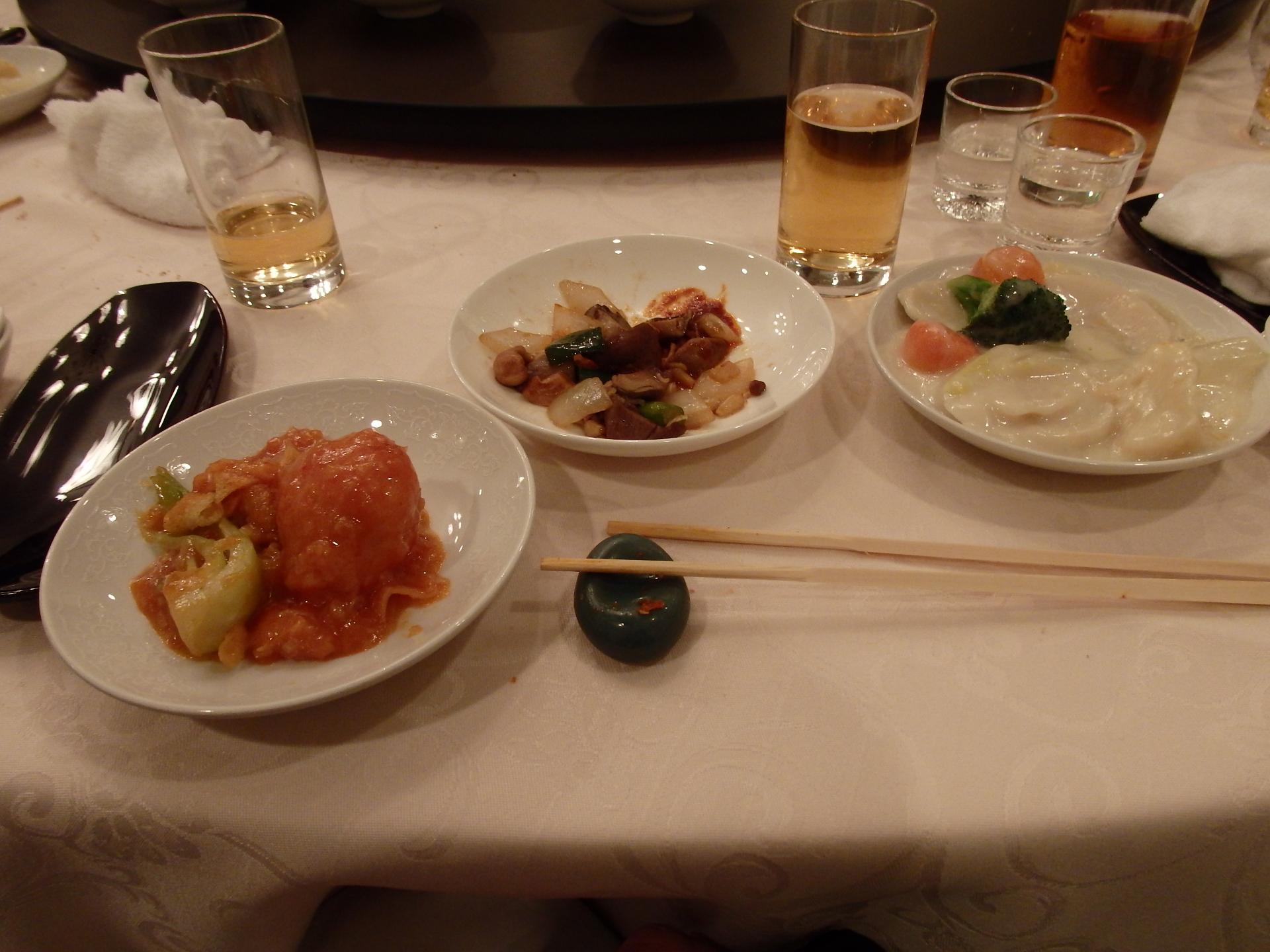 食事は恒例の中華テーブルでした。