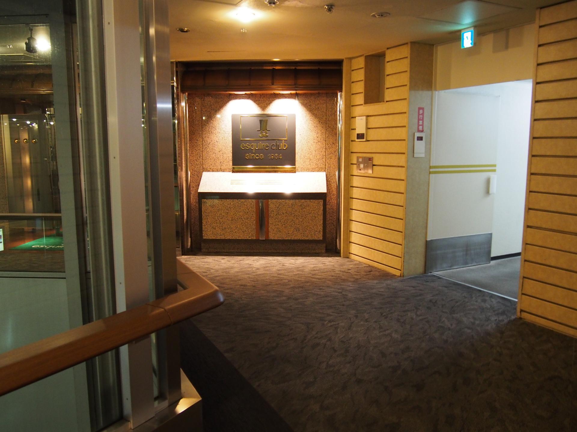 エスカイヤクラブの入口です。