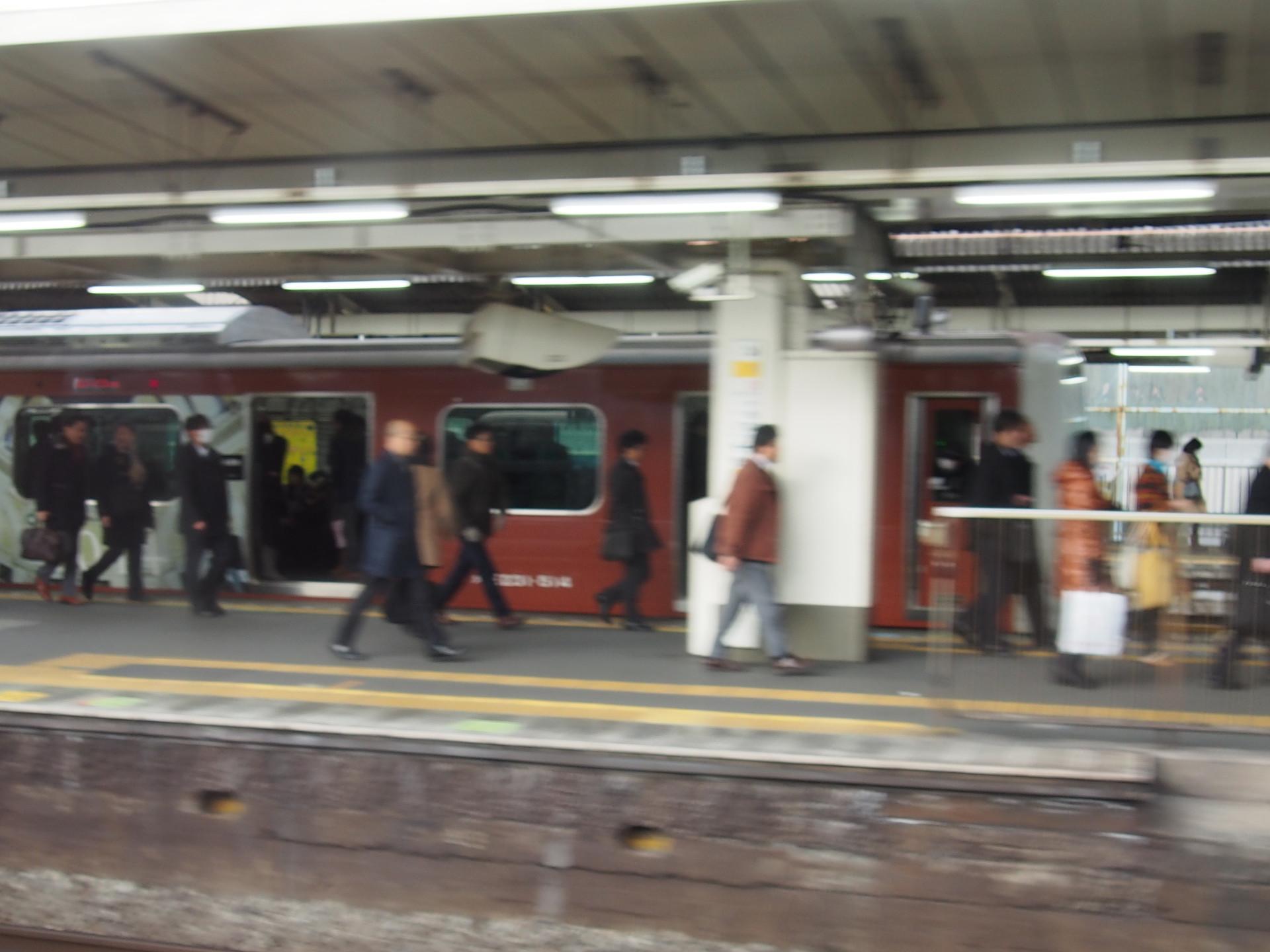 東京駅100周年の赤い山手線です。