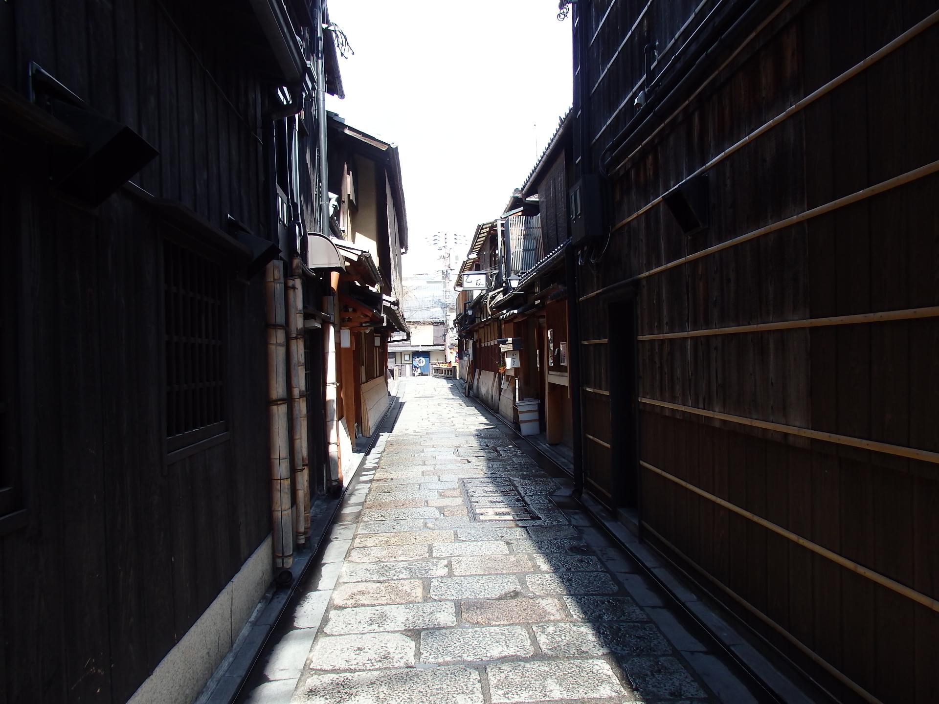京都らしい風情のある路地裏です。