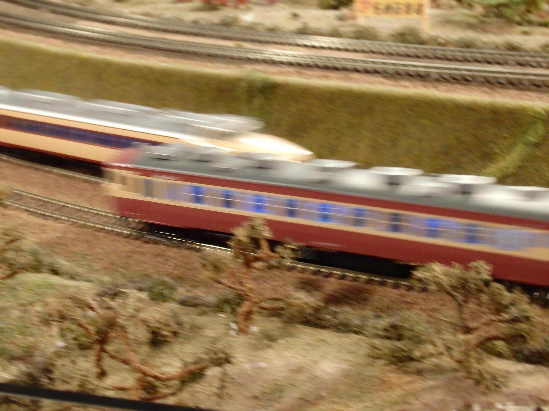 485系特急ボンネットと457系急行の離合です。