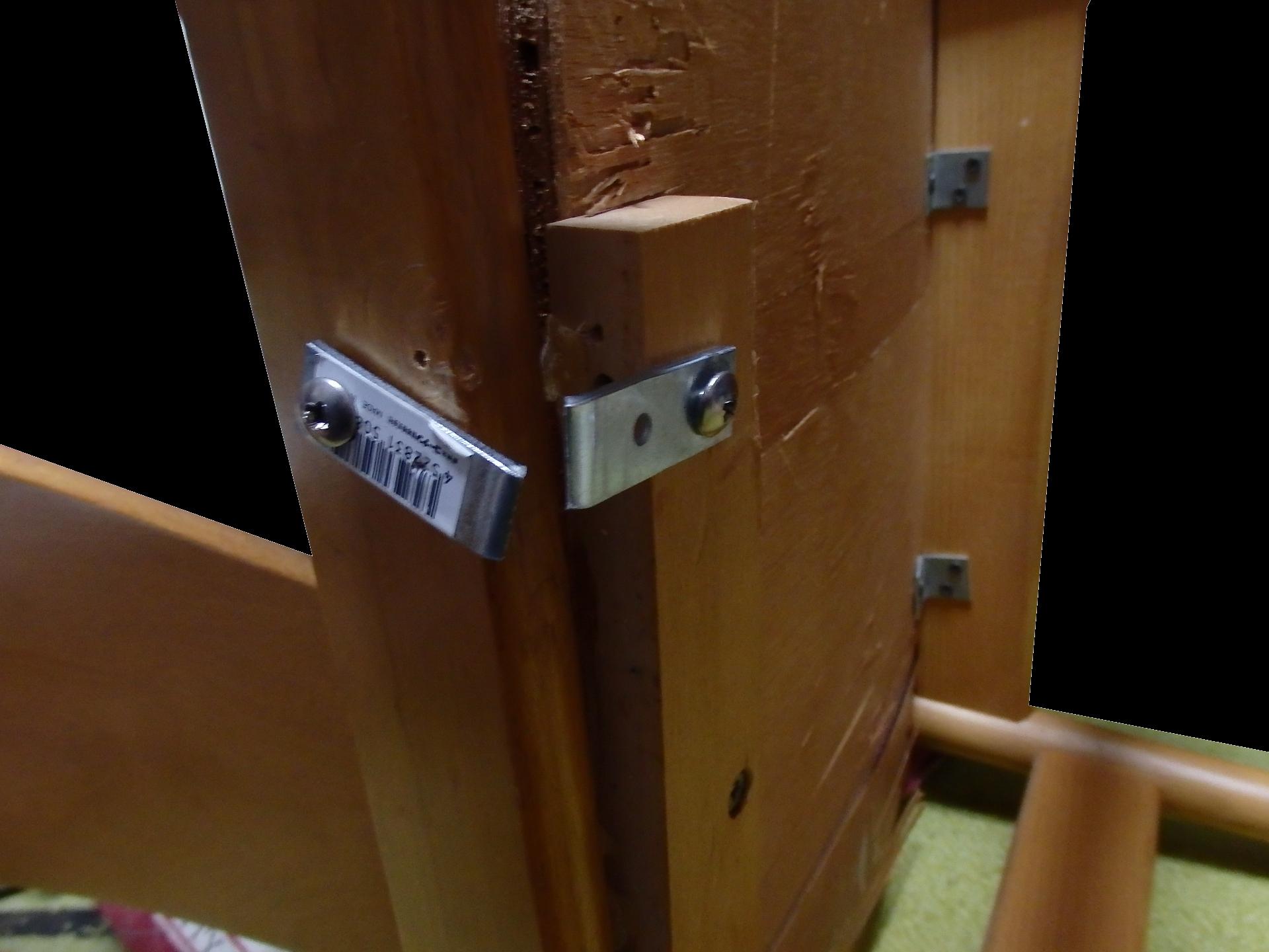 自宅椅子のエル・アングル金具を交換。
