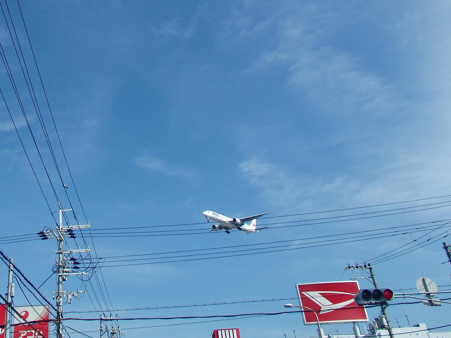 B777−246ワンワルカラー機です。