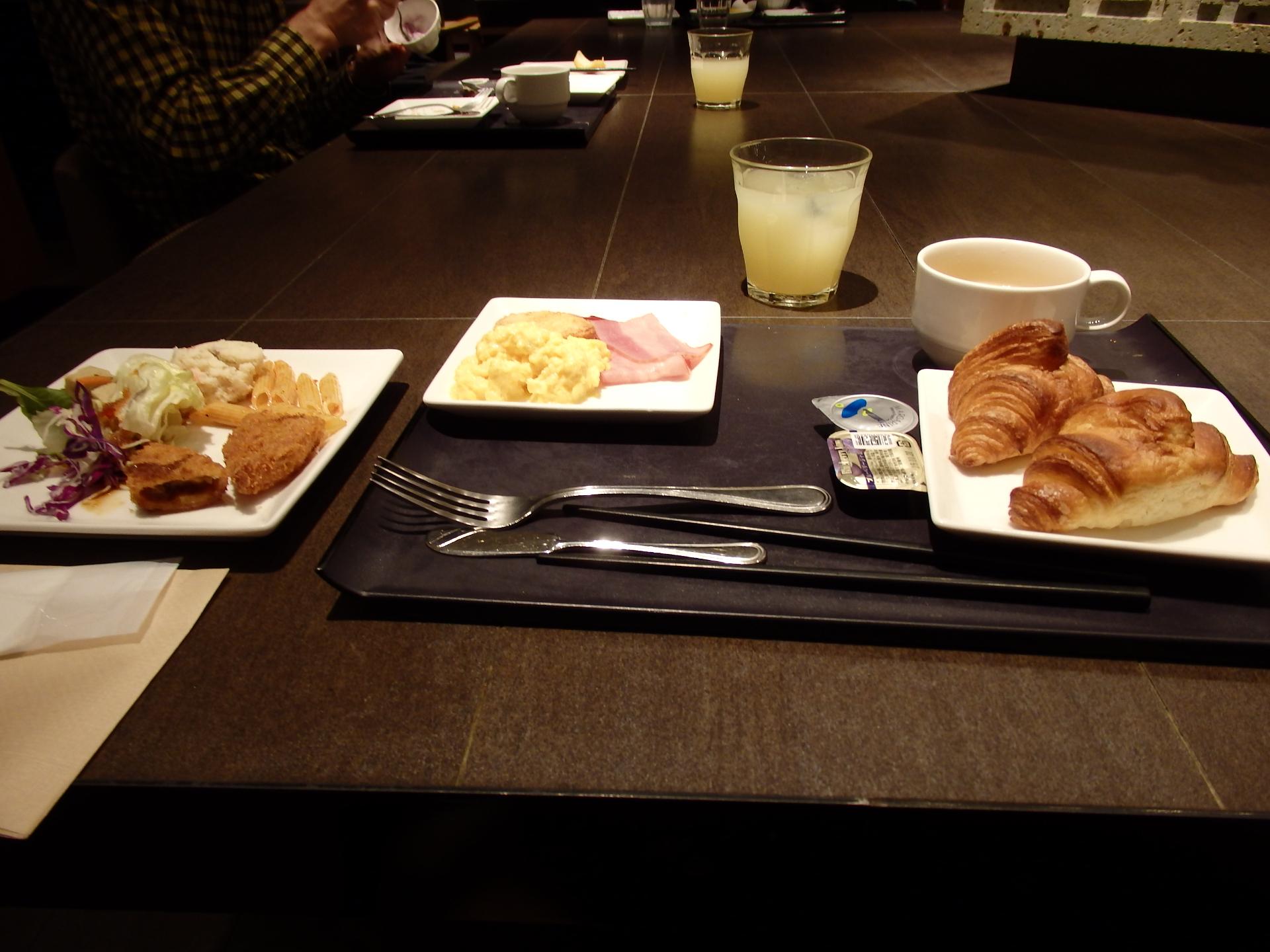ビュッフェスタイルの朝食です。