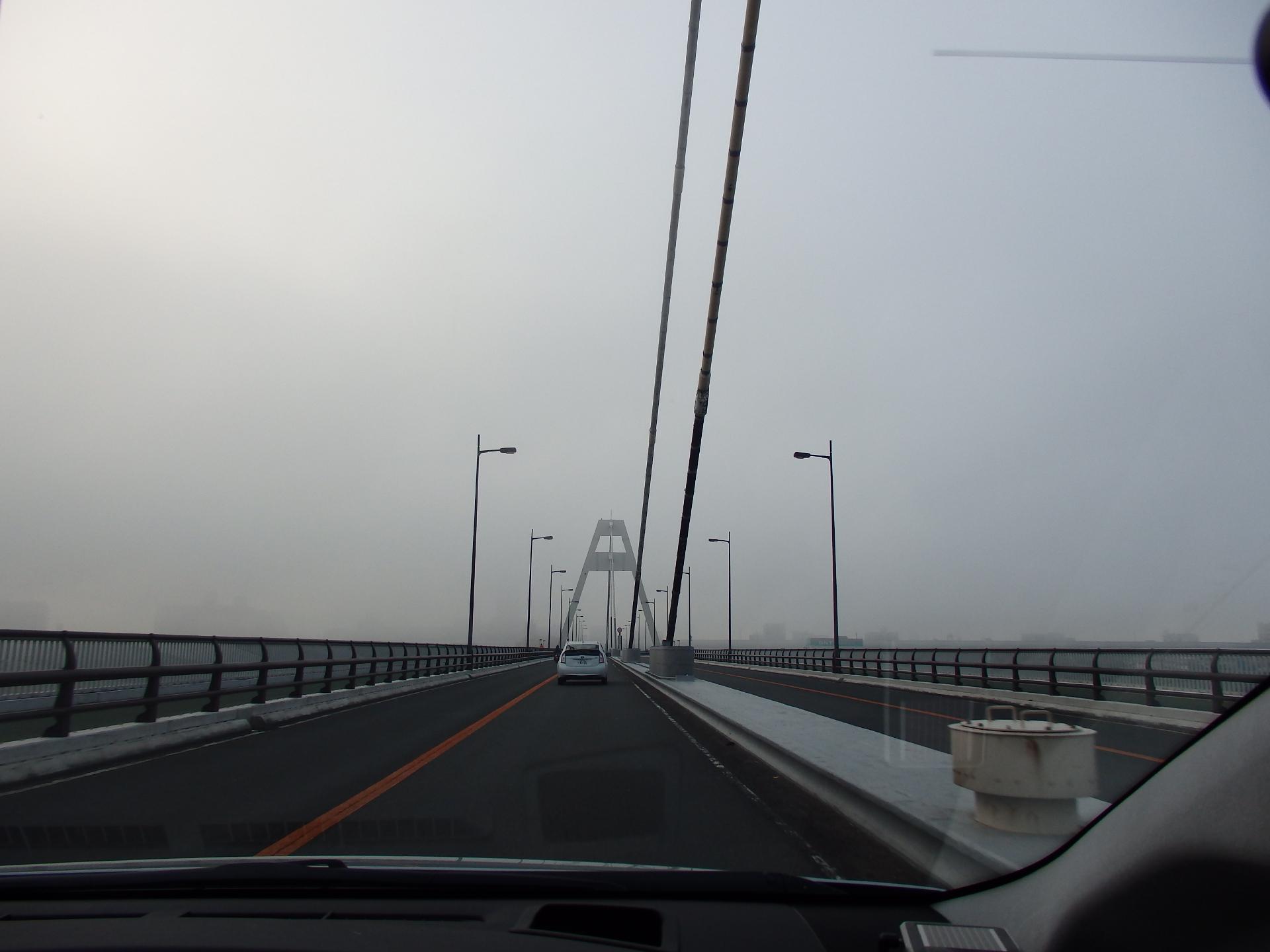 大阪市内は靄が掛かっていました。