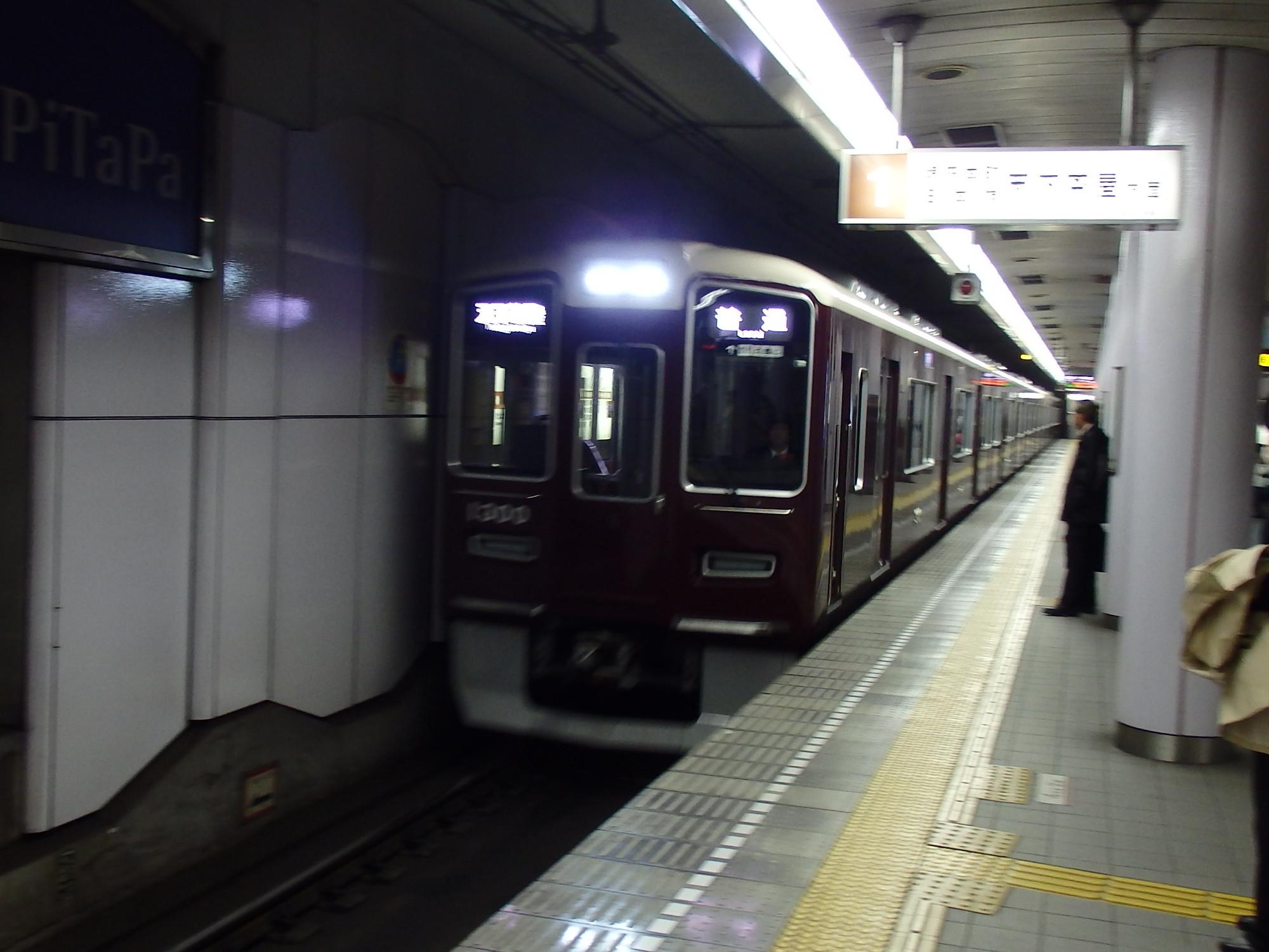 阪急1300系0F編成です。
