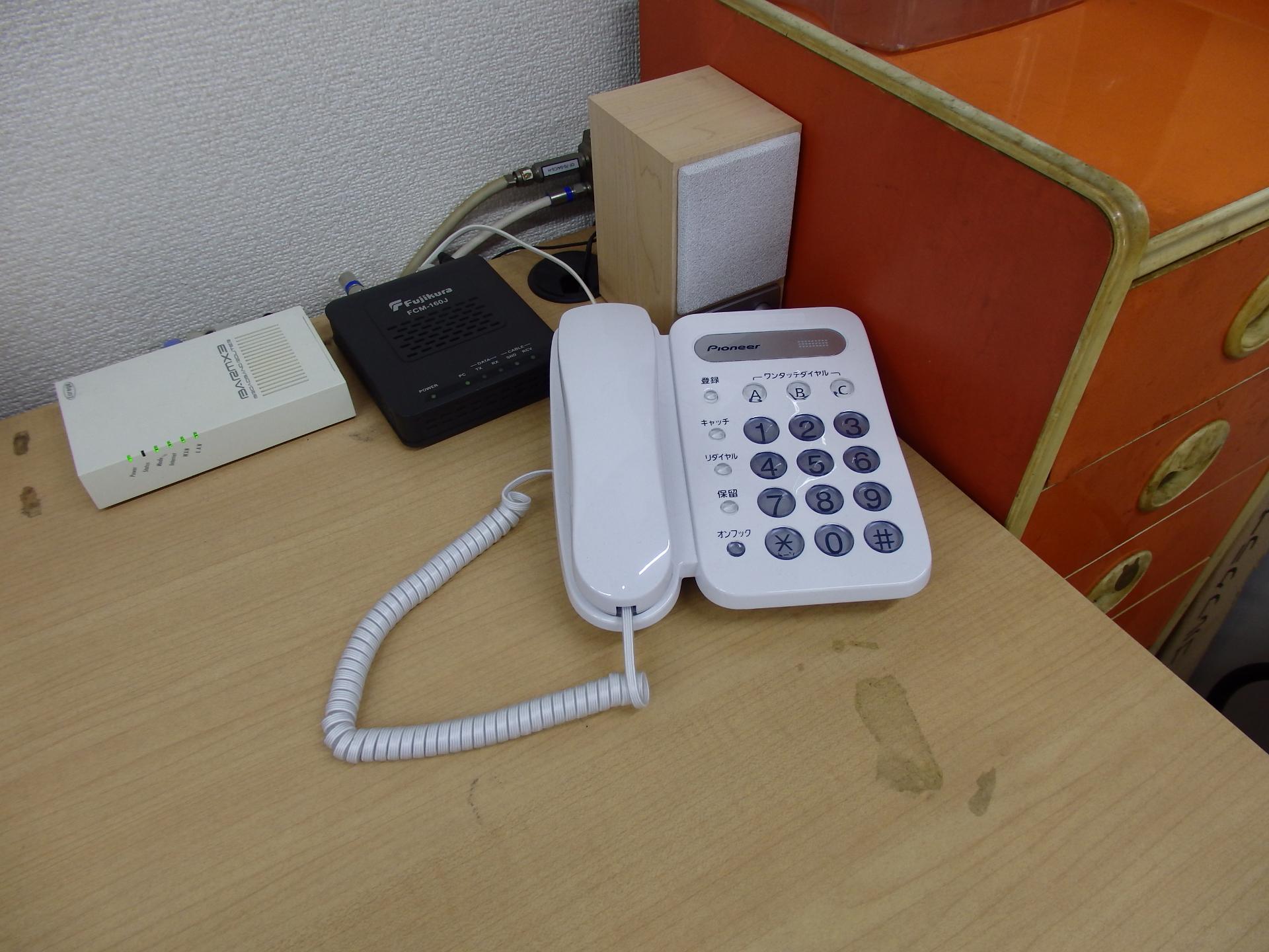 受話器は電源不要のベーシック・テレホンです。