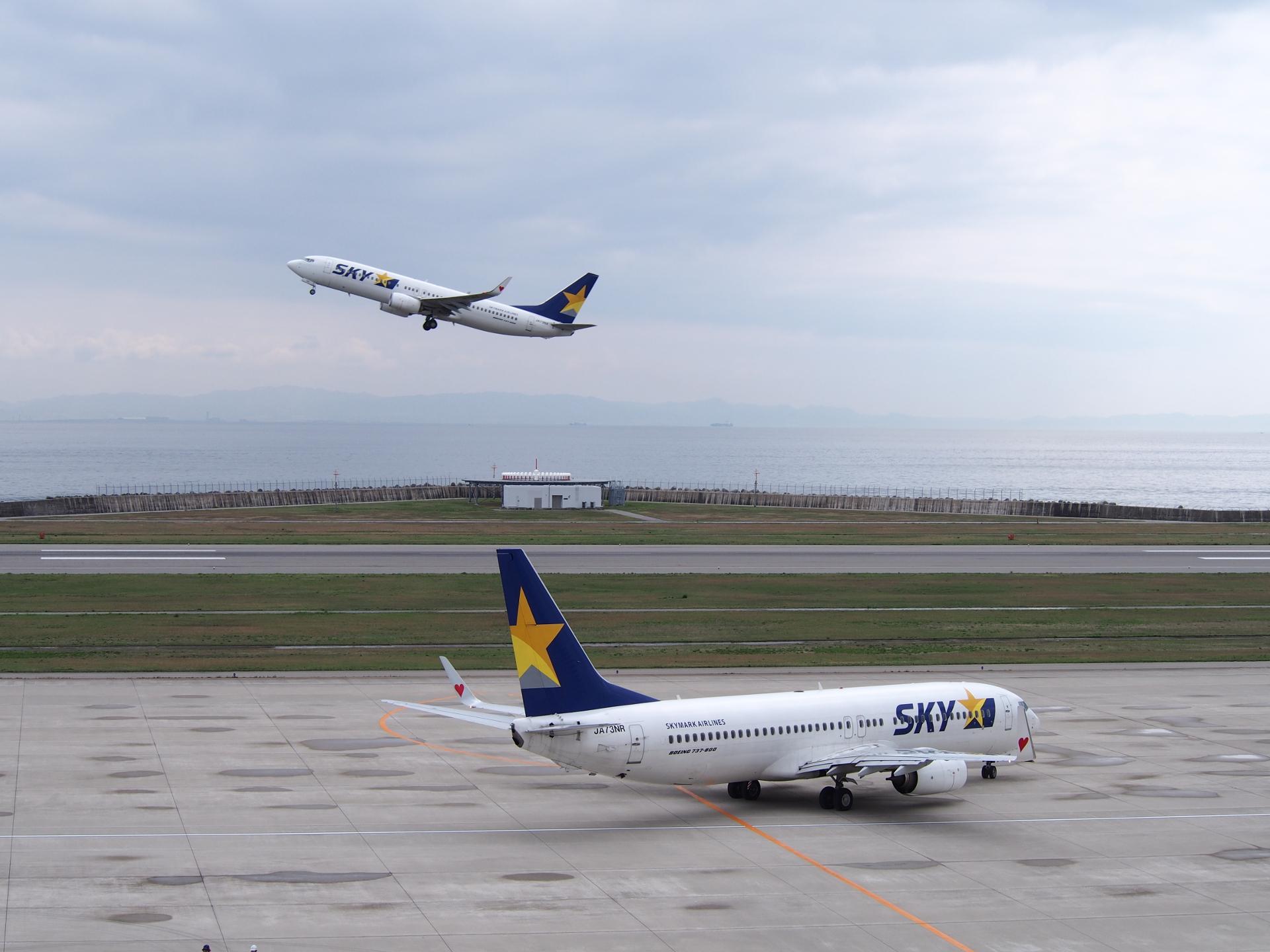 RWY09で離陸するスカイマーク機です。