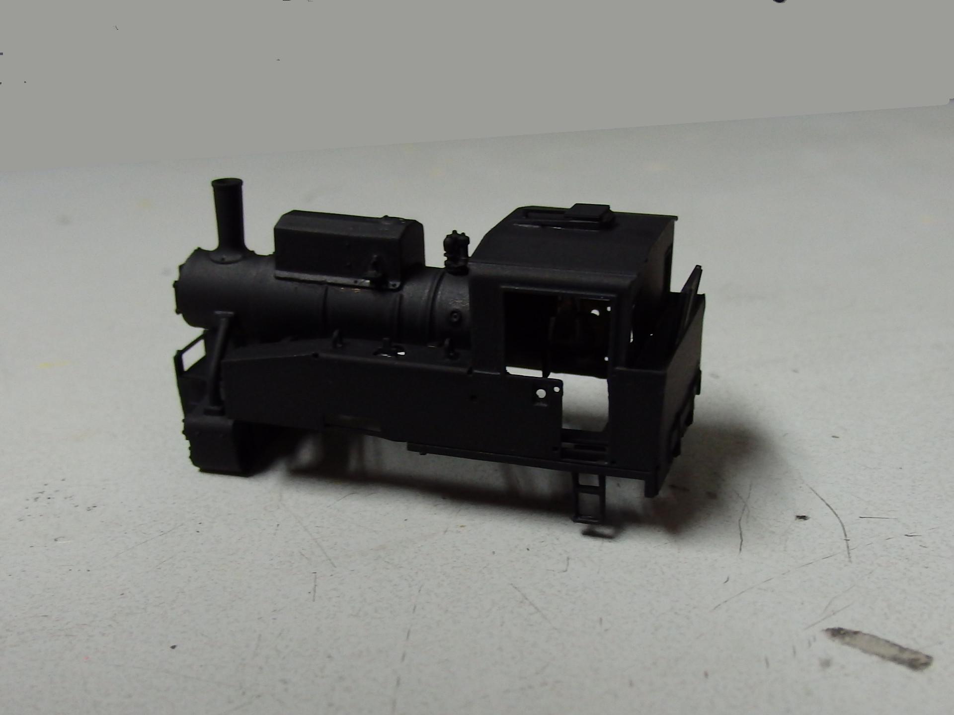 ワールド工芸のB20形蒸気機関車を黒塗り。