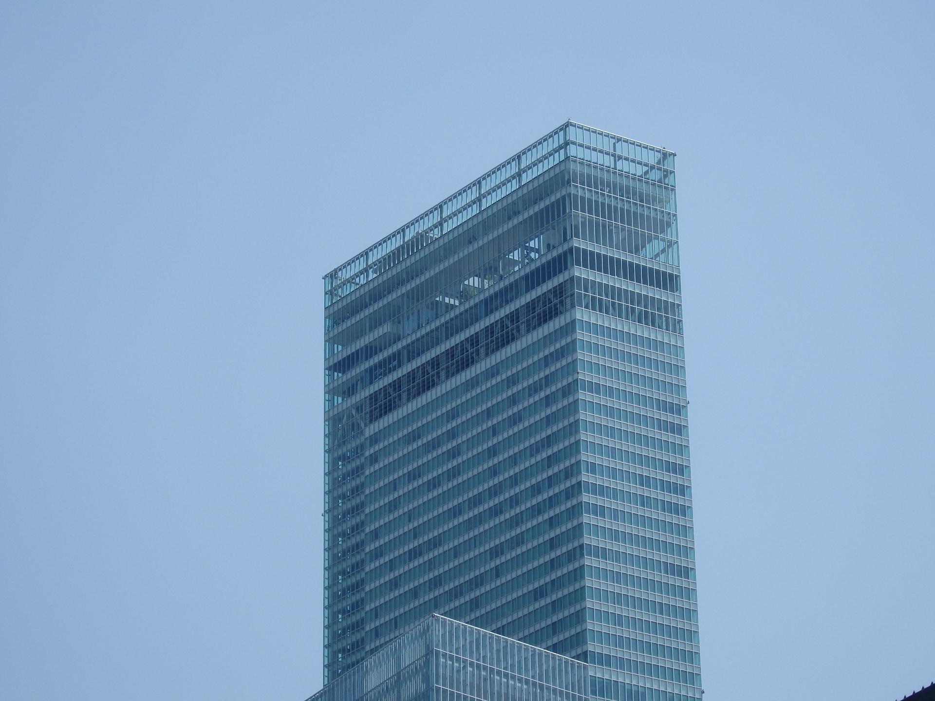 四条畷駅のトイレからも見えるアベノハルカスのタワービルですw。