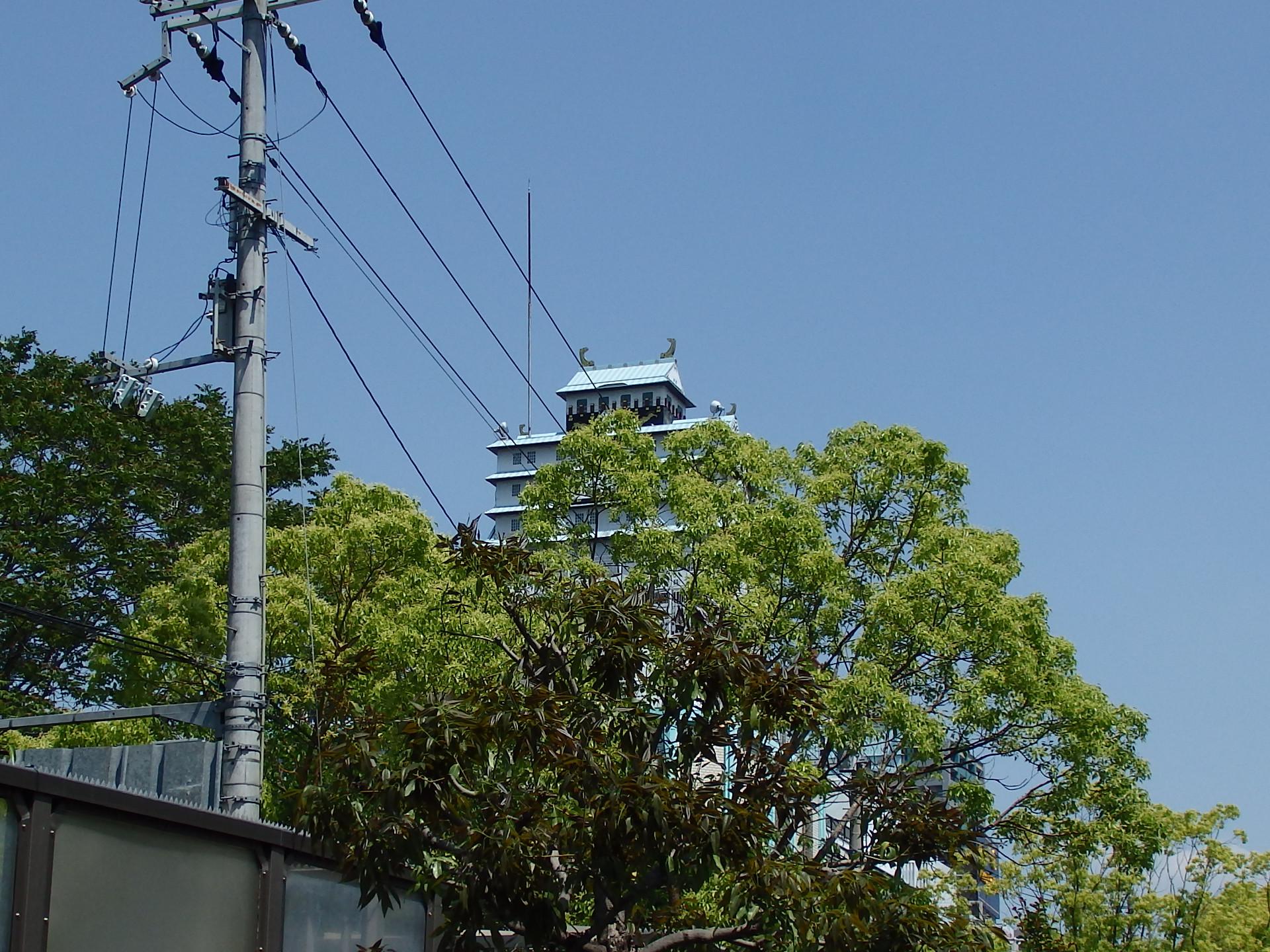茶臼山ラブホ街のインチキ大阪城です。