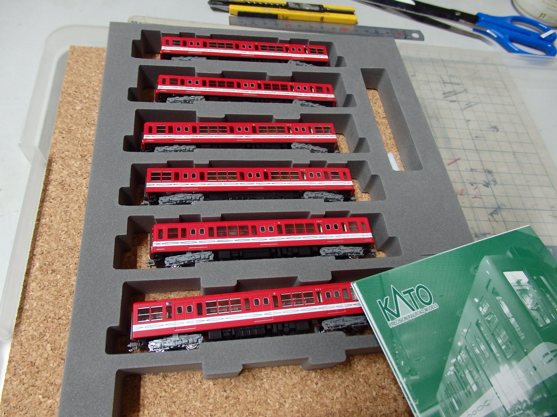丸ノ内線の赤い電車を収容。