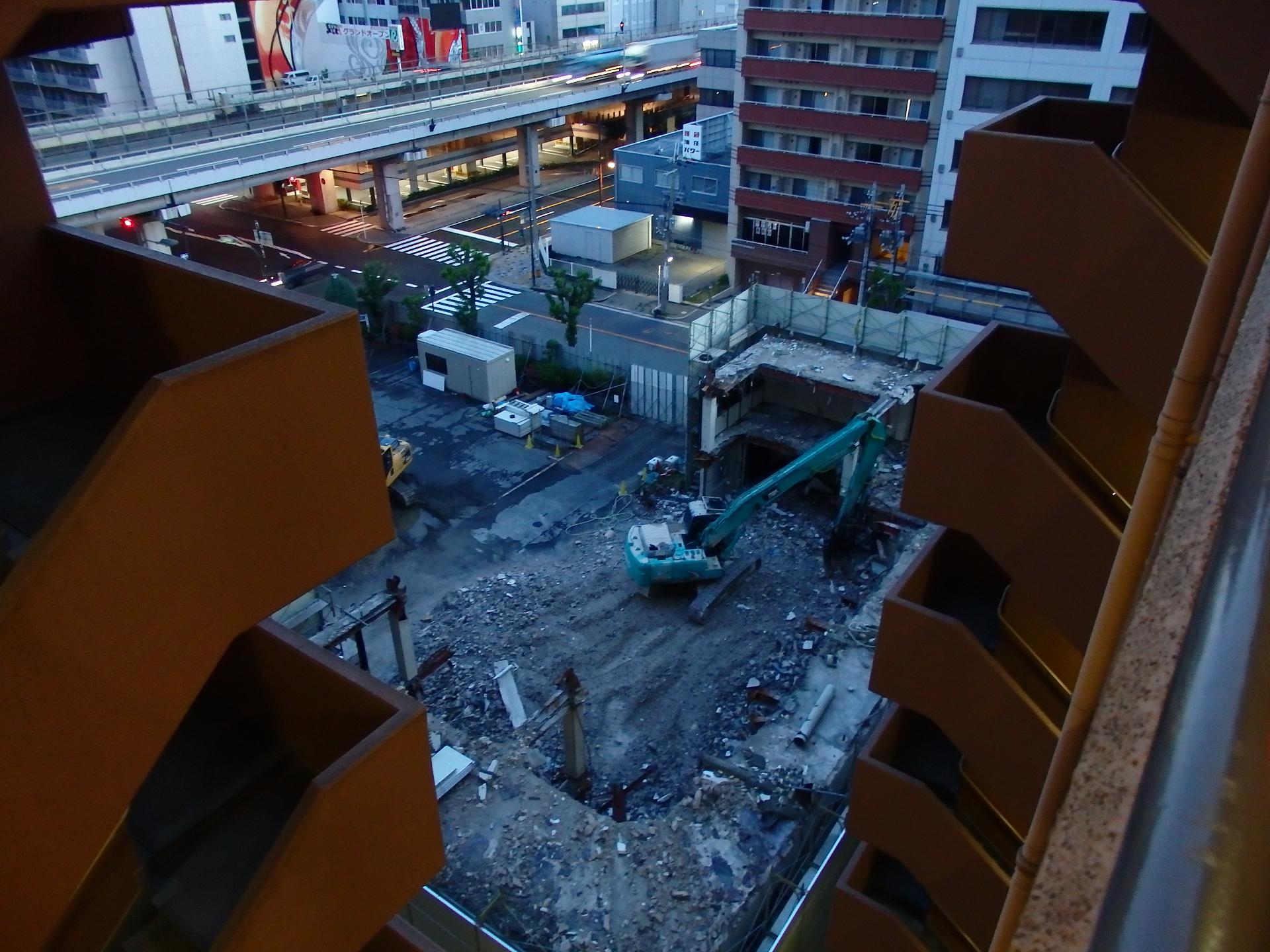 取り壊しの進む日本パーカライジングのビルです。