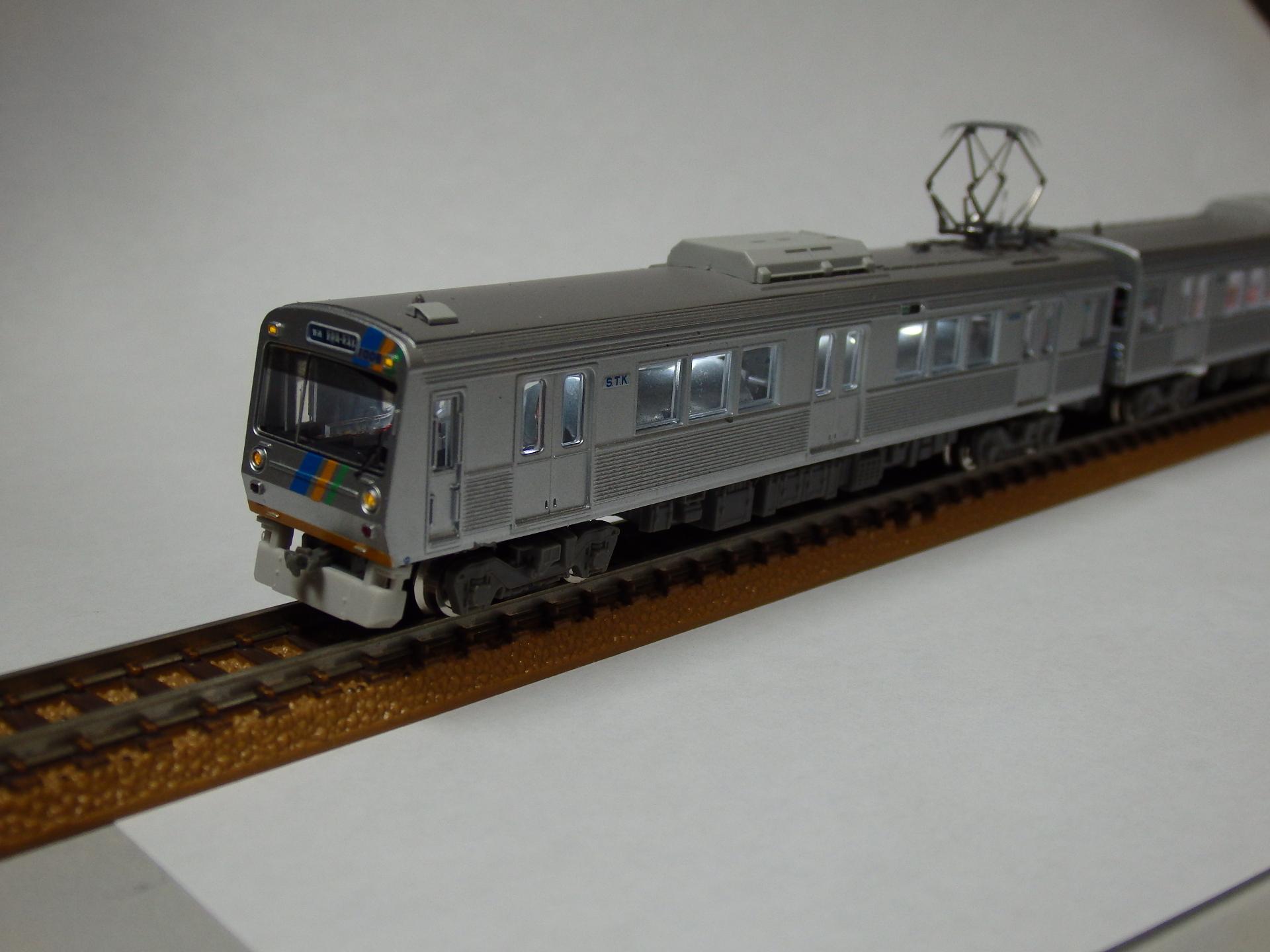 静岡鉄道1000系のヘッドライトの点灯状態です。