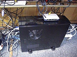 LANケーブルを持ってきて、ハブ接続を完了。