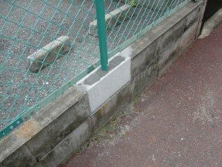 駐車場フェンスが直っていましたが。