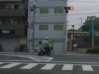 信号無視のバイクその1。