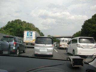 未だに残るUターン渋滞に巻き込まれました。