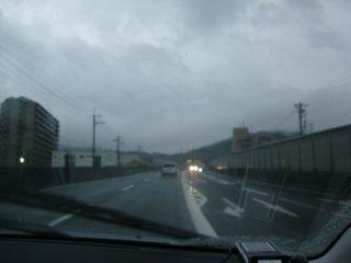 強い雨の中出社しました。