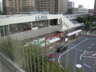 デュー山田から阪急山田駅を望む。