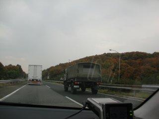 珍しく飛ばしていた自衛隊のトラックです。