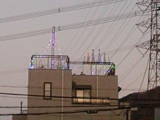 なかなか撤去できないクリスマス電飾。